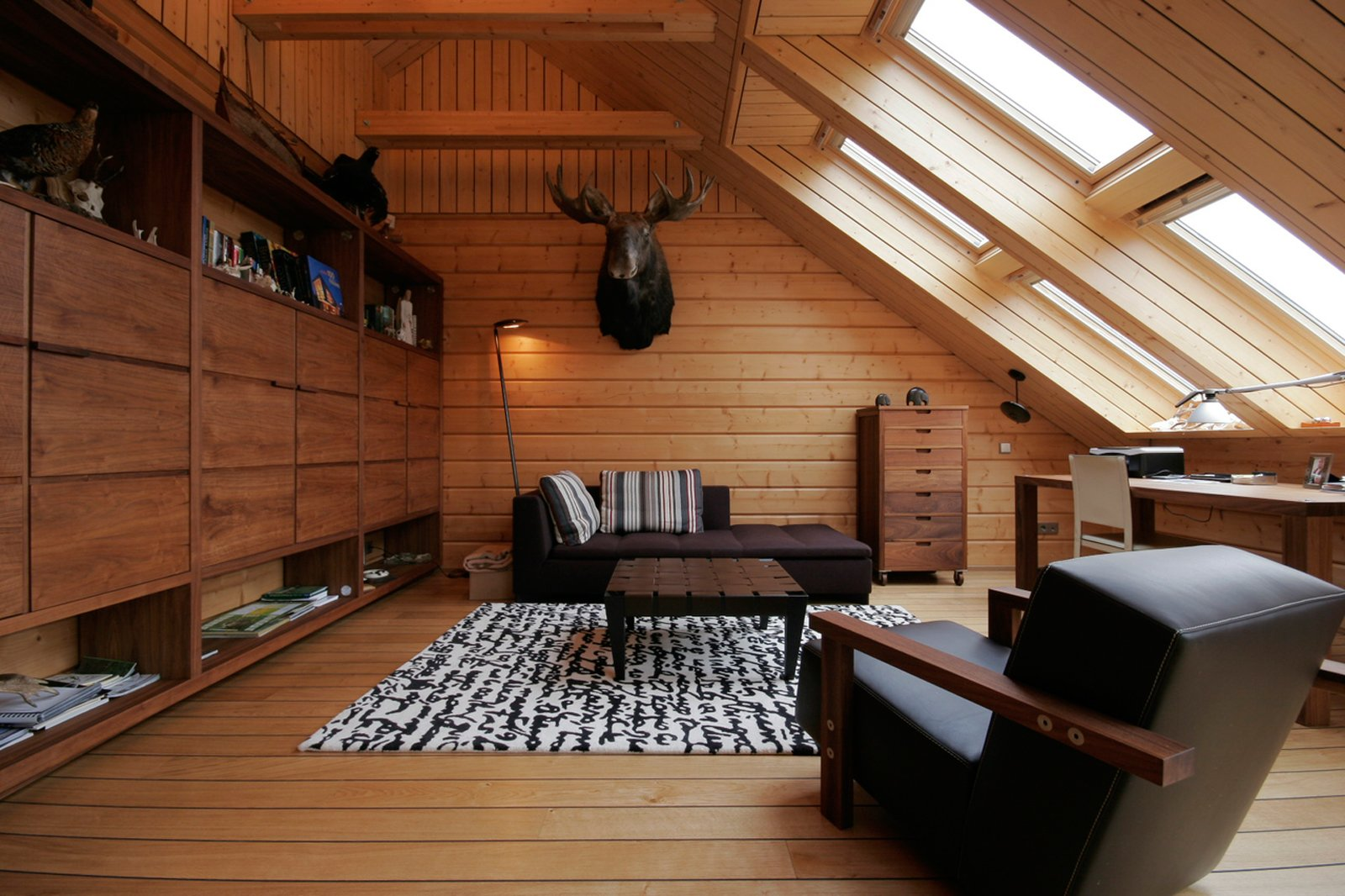 Mansarda effetto legno cose di casa for Foto di mansarde arredate