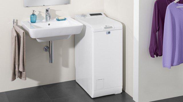 electrolux-EWT1377VDW-lavatrice-carica-alto