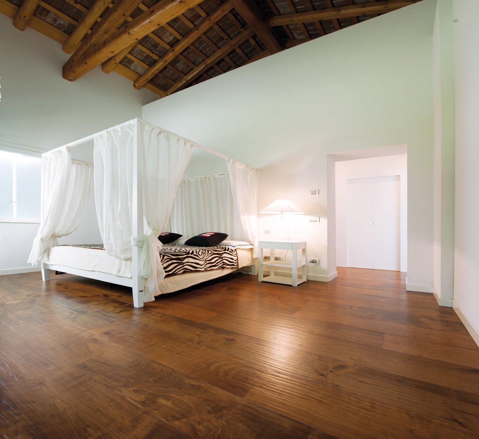 Mansarda effetto legno cose di casa for Mansarda in legno bianco