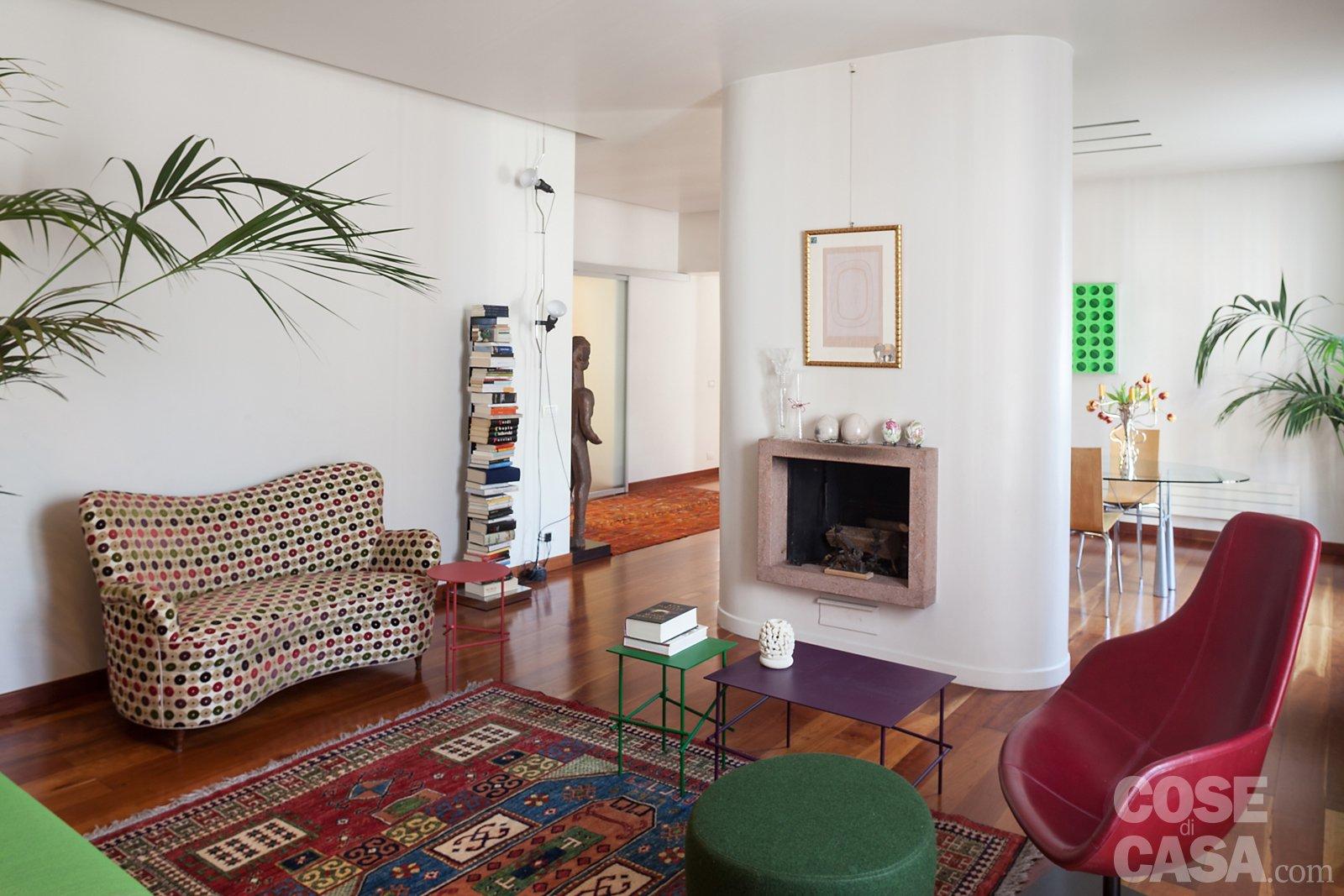 110 mq nuovo taglio per la casa d 39 epoca cose di casa - Divano al centro della stanza ...