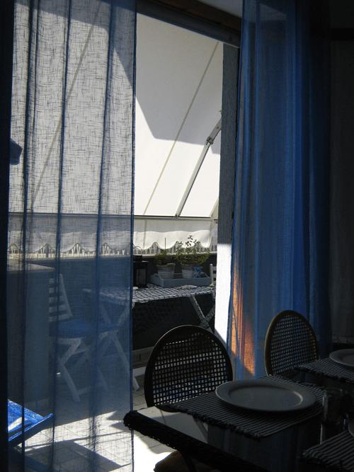 50 mq con due camere idee da copiare per la casa al mare - Tende per casa al mare ...