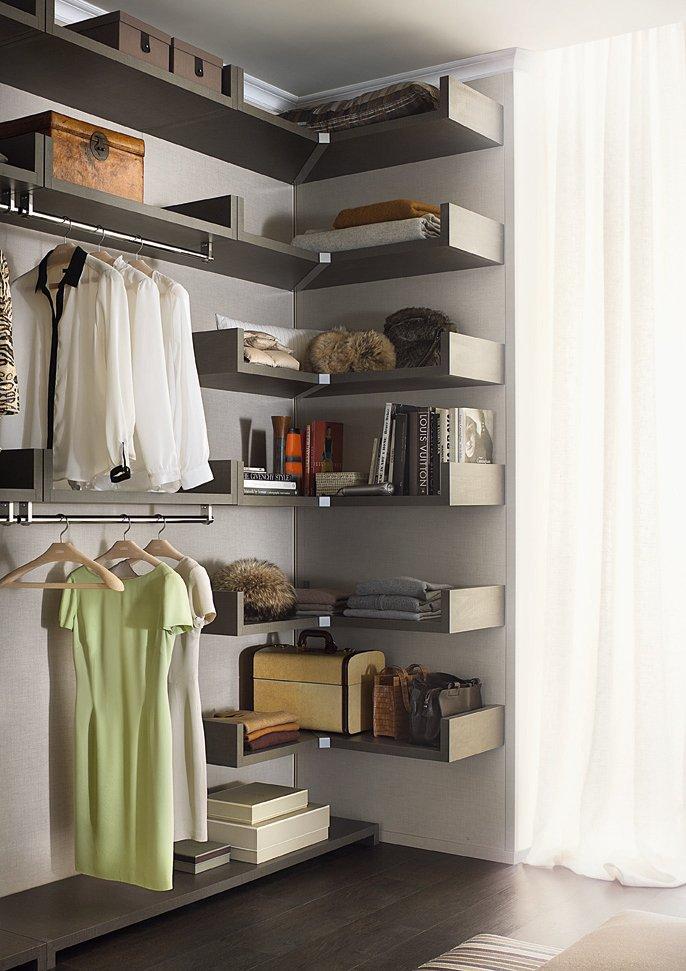 Una cabina armadio efficiente ed elegante cose di casa - Contenitori per cabina armadio ...