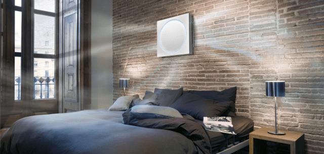 Climatizzatore di design Art Cool Stylist di LG dotato di led per illuminare la stanza con diversi colori. Disponibile sul mercato nella versione monospit con capacità da 9.000 a 12.000 Btu/h. Spessore di 121 mm. Funzione 3-way Soft Airflow, che distribuisce il flusso d'aria su tre lati del climatizzatore e non direttamente sulle persone che si trovano all'interno dell'ambiente. Flusso d'aria 3D. Classe A. Silenziosità 19 Db(A). Prezzo variabile, a partire da circa 900 euro a seconda della potenza. www.lg.com/it