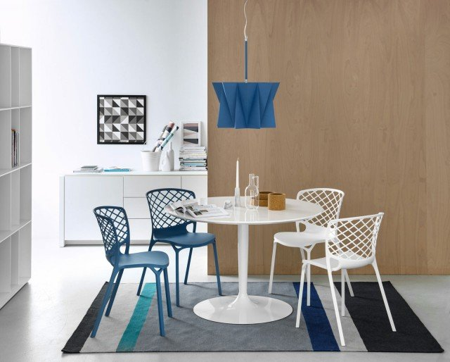 1 Calligaris tavolo Planet & sedie Gamera bianche e blu