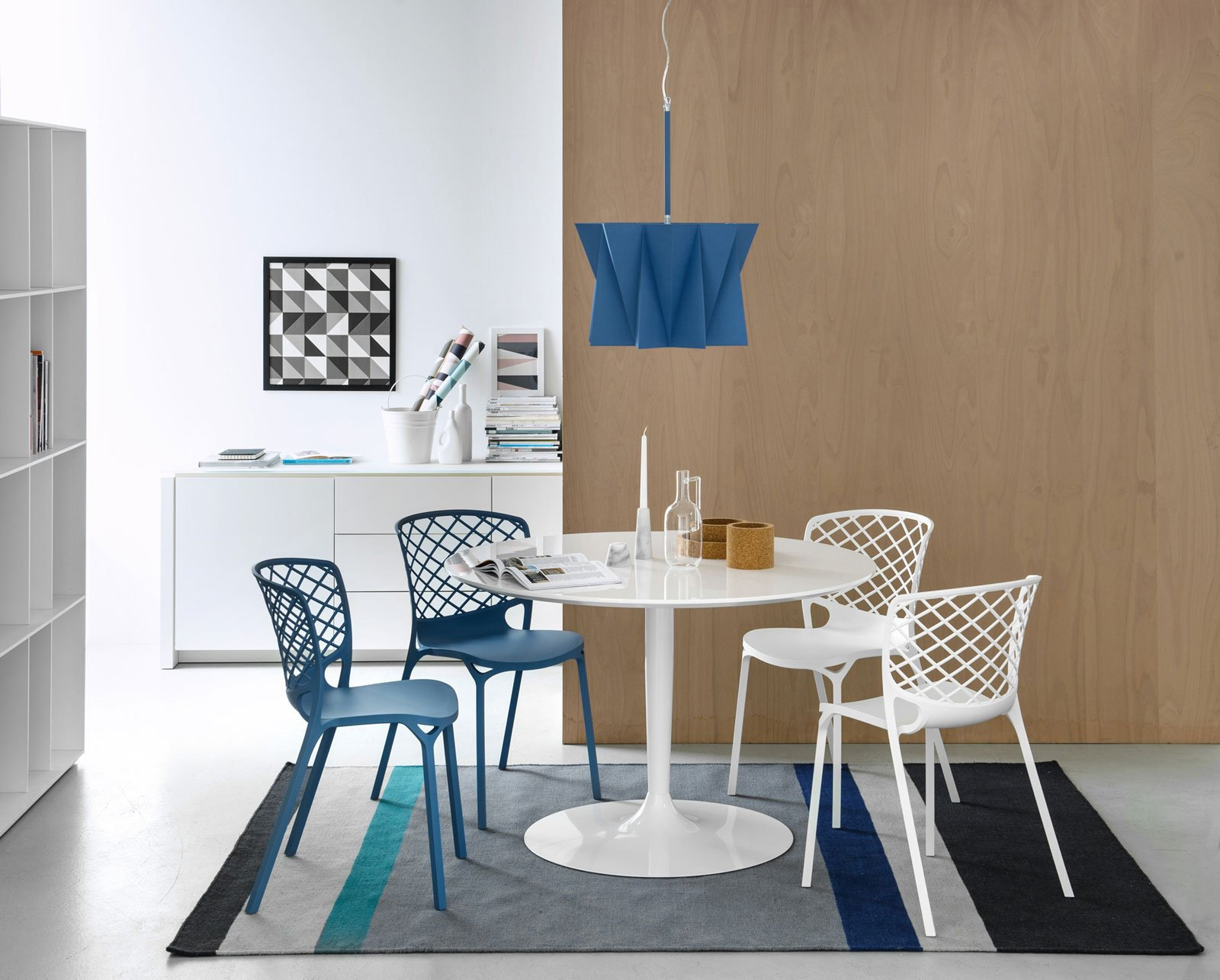 1 calligaris tavolo planet sedie gamera bianche e blu