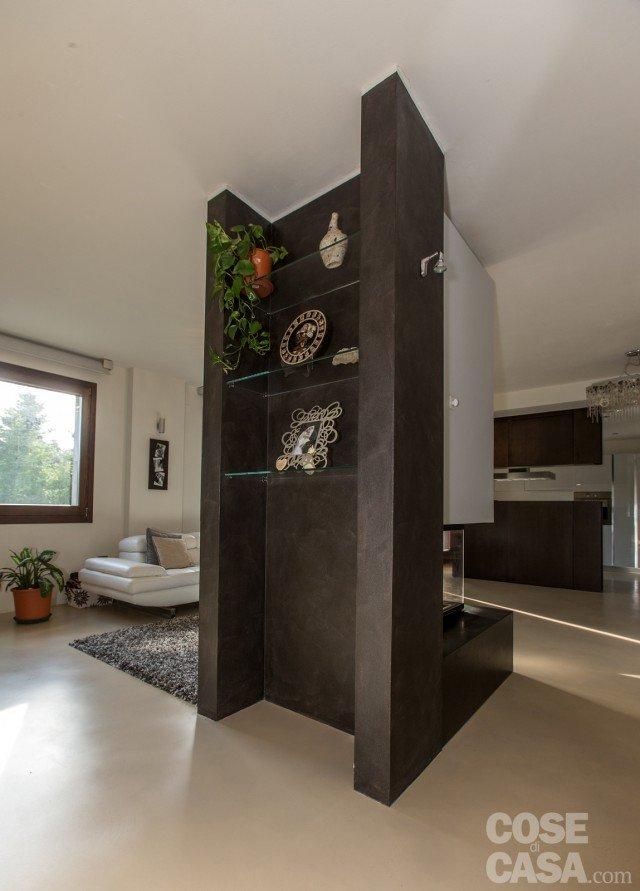 Una casa con zona giorno open space cose di casa - Parete attrezzata ingresso ...