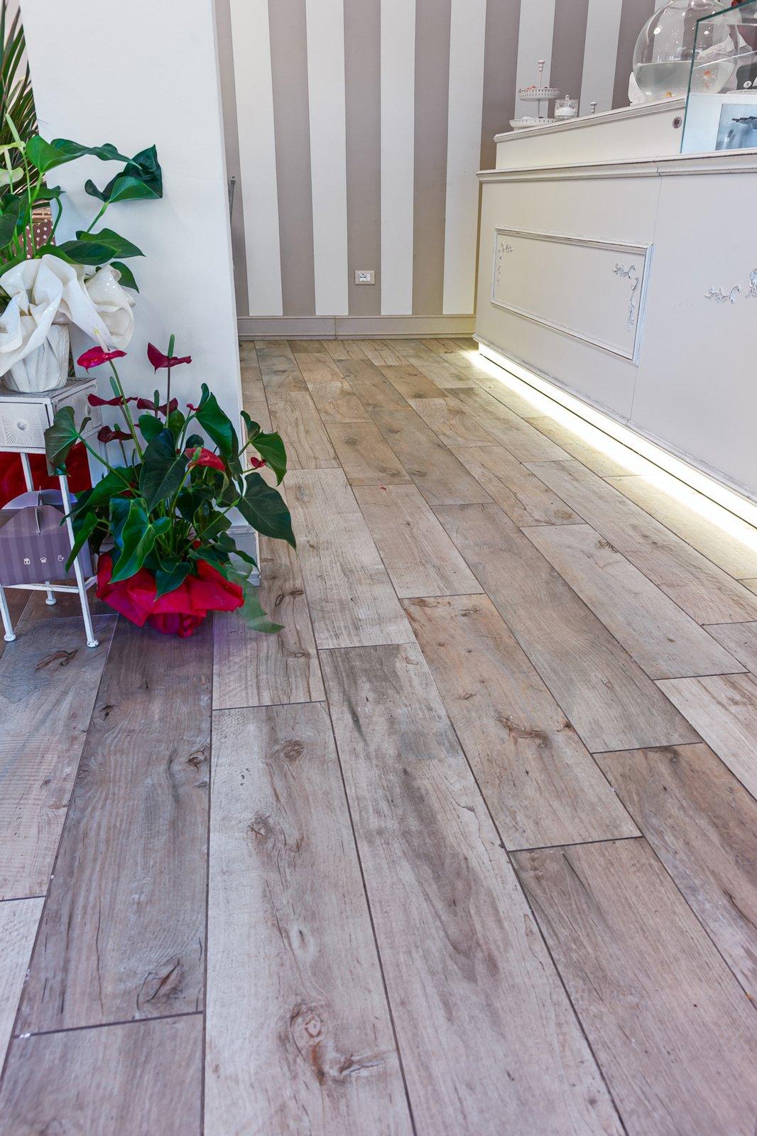 Pavimento effetto legno in promozione le piastrelle in for Cristiani parquet