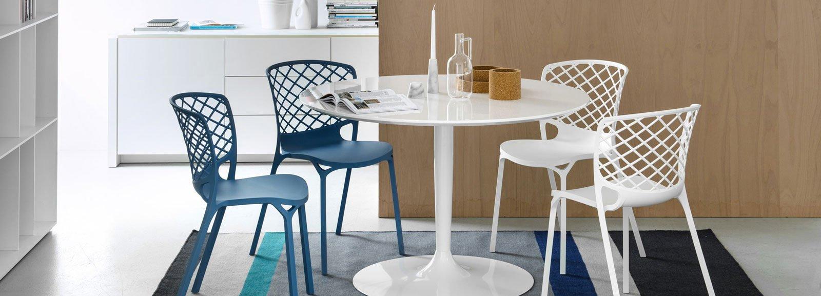 Arredare la casa al mare cose di casa for Sedie blu cucina