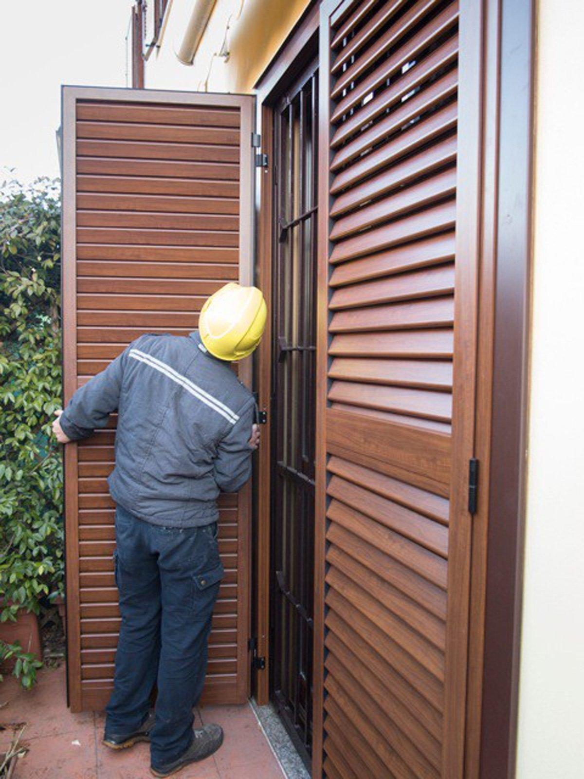 Sostituire le persiane le foto di un 39 installazione a for Imposte finestre