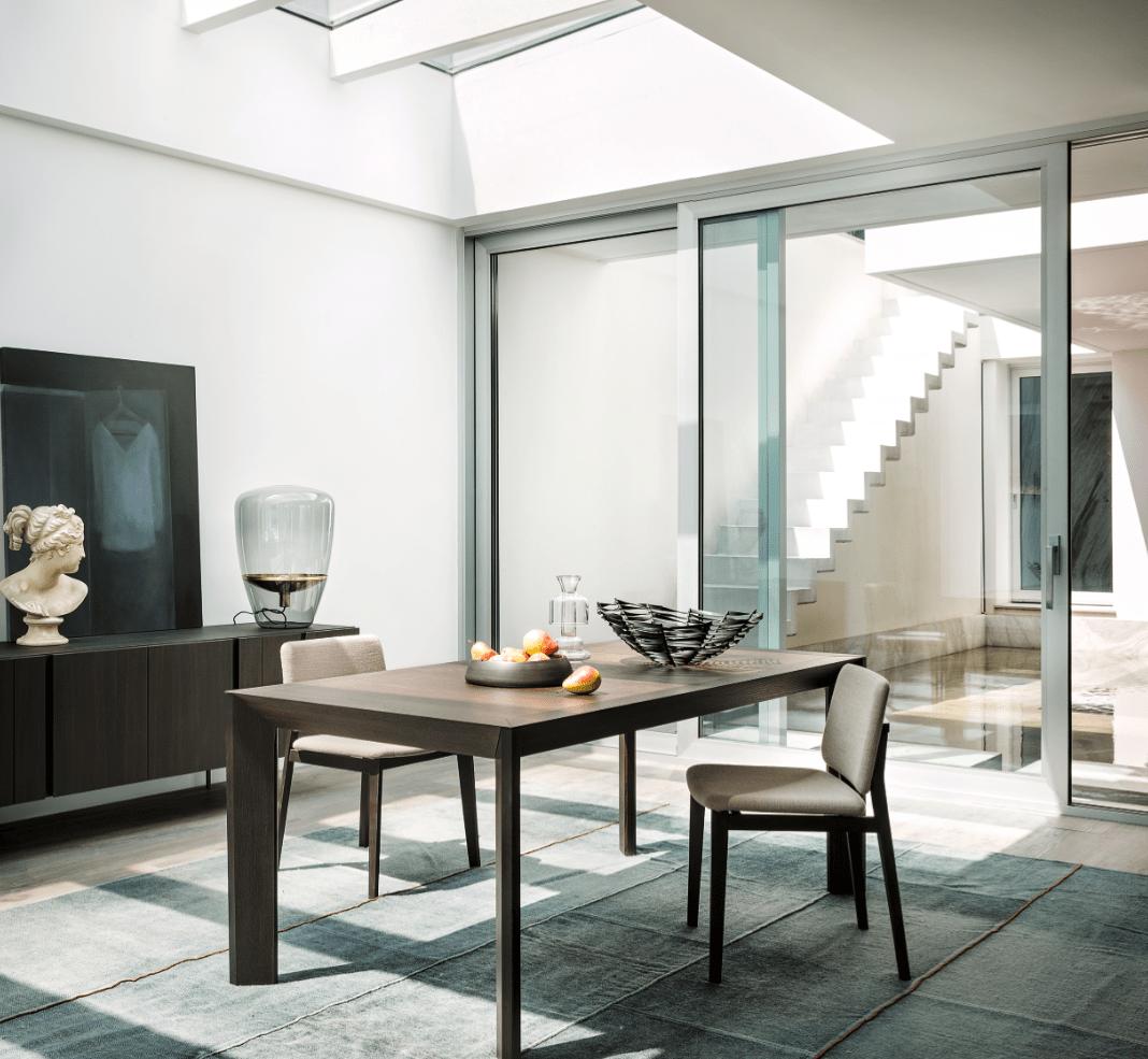 Tavoli e sedie per ambienti eleganti dal carattere for Mobili lema soggiorno