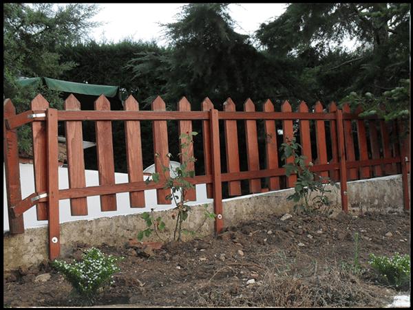 Costruire una recinzione in legno cose di casa for Recinzione legno