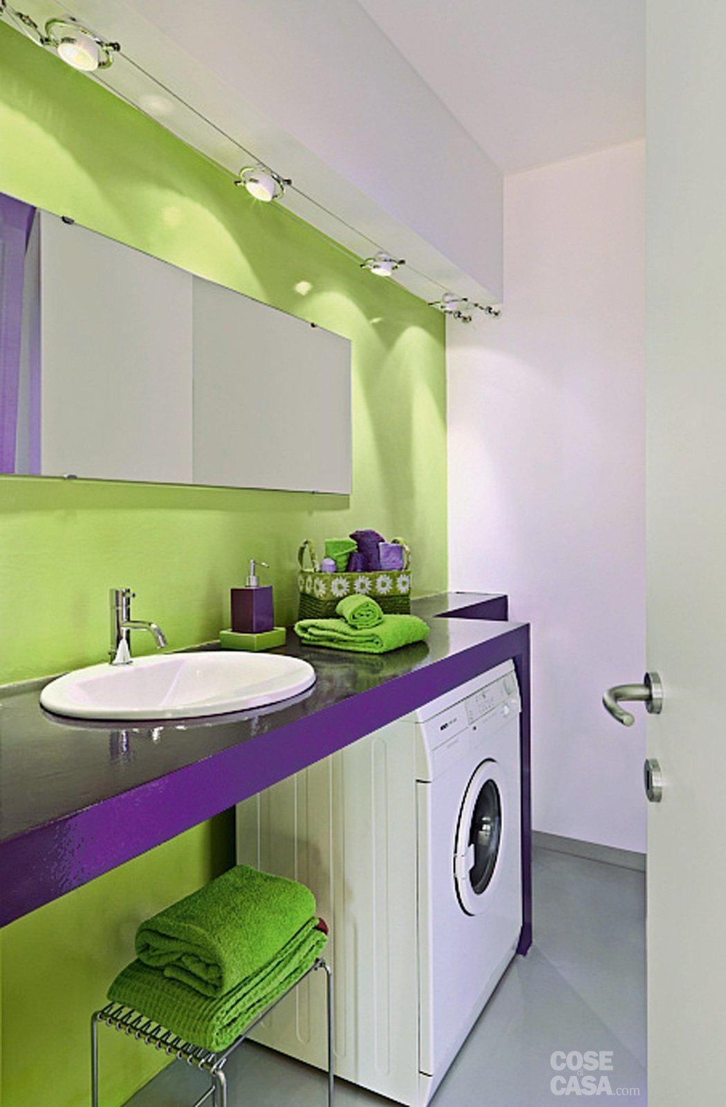 Una casa dallo stile giovane a tinte shocking cose di casa - Divano verde acido ...