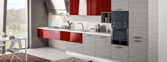 Cucine piccole: composizioni compatte anche per il soggiorno