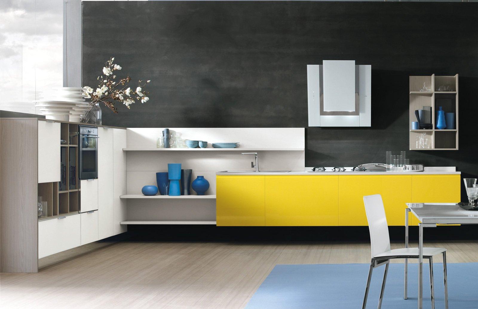Cucine bicolore l 39 alternanza cromatica fa tendenza cose - Colori per mobili cucina ...