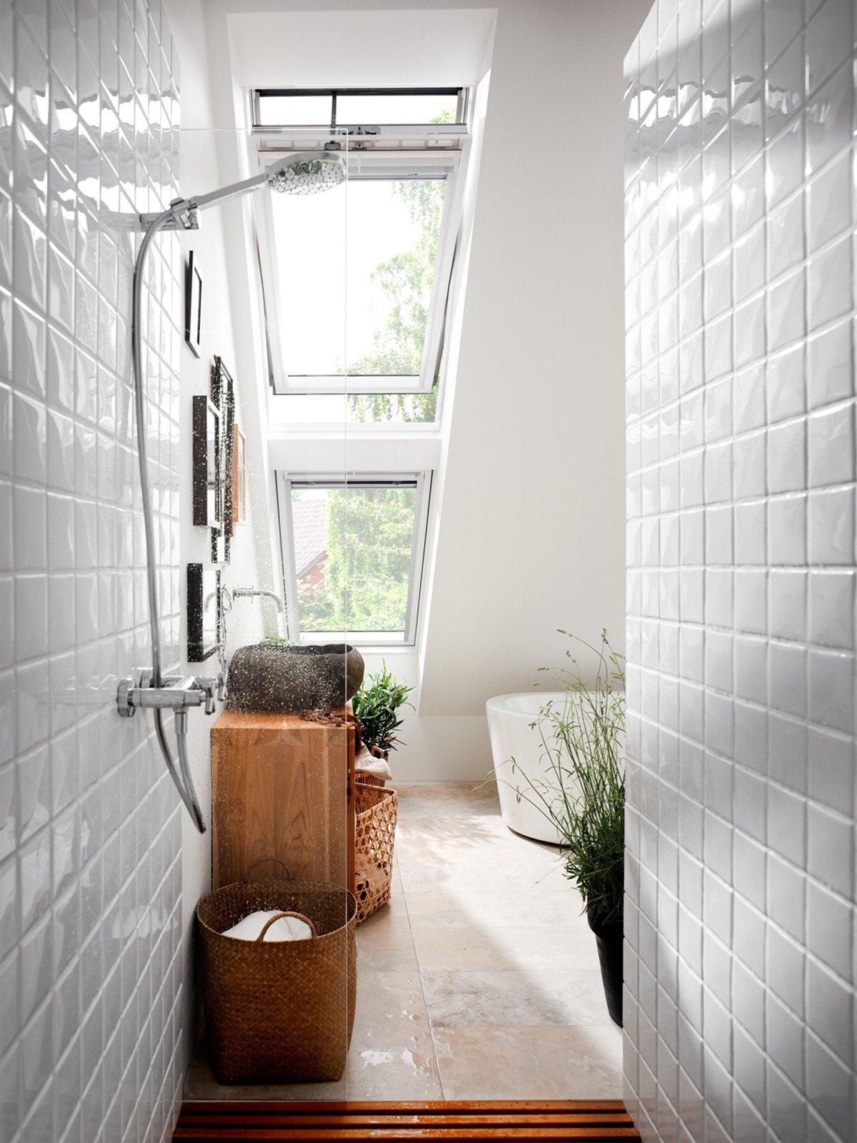 Il bagno in mansarda cose di casa for Finestre velux condensa