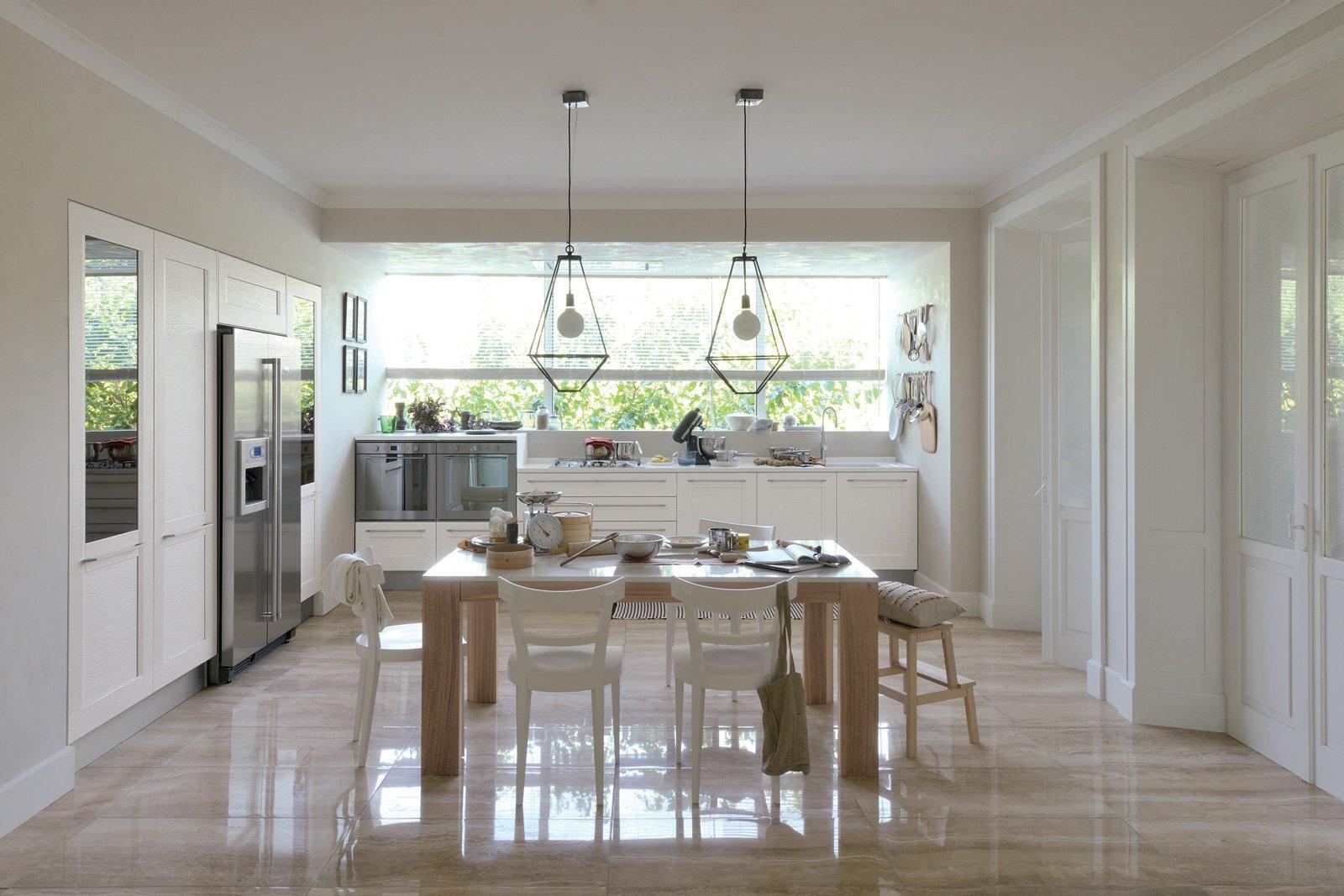 Cucine bianche e la stanza sembra pi grande e luminosa cose di casa - Colori pareti cucine moderne ...