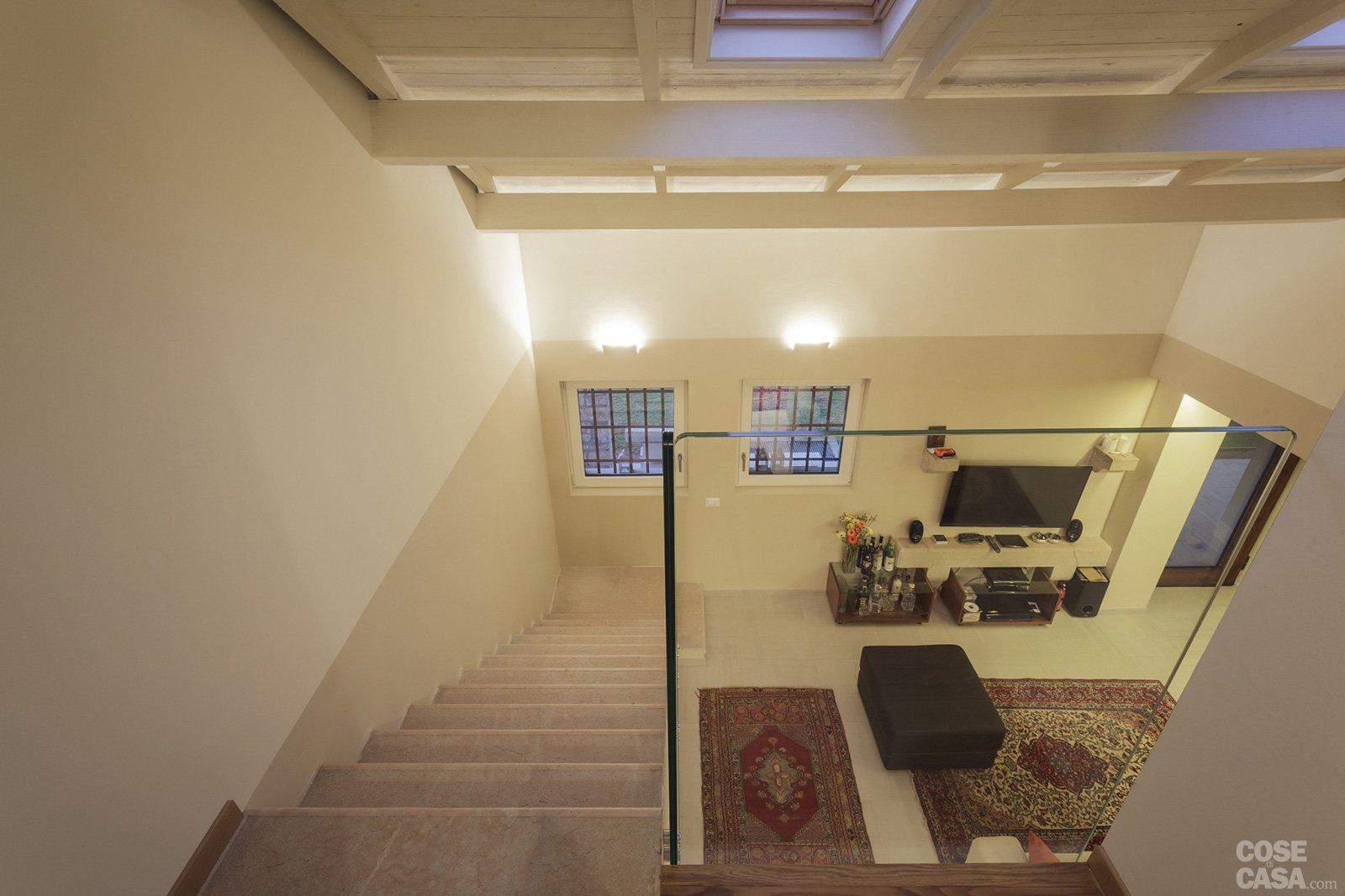 Mobili da cucina noce chiaro arancio for Faretti casa classica