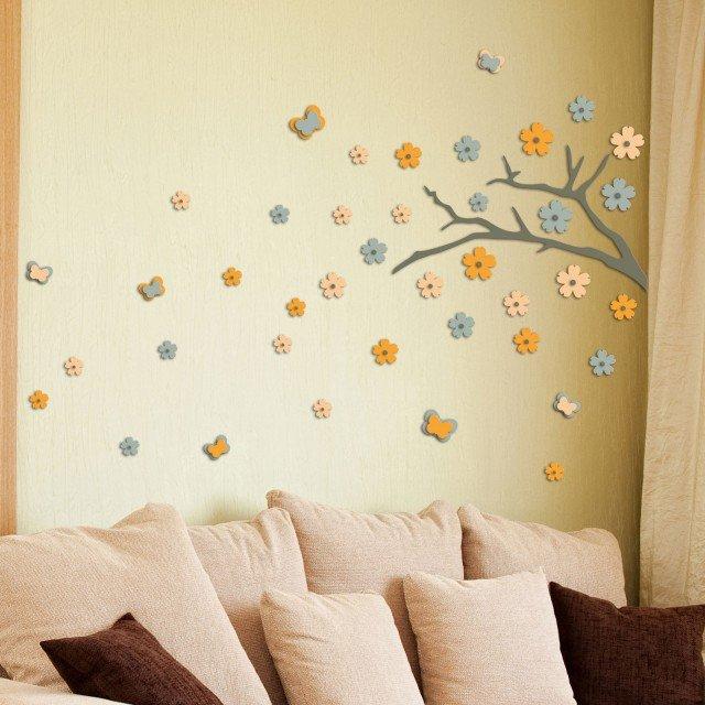 In questa foto la decorazione è invece ottenuta tramite l'uso di adesivi 3D Ramo Giapponese D coll. Home Decor Linedi Crearreda per pareti è realizzata in foam (gomma atossica); misura 47 x 47 cm e costa 21,95 euro.www.crearreda.com