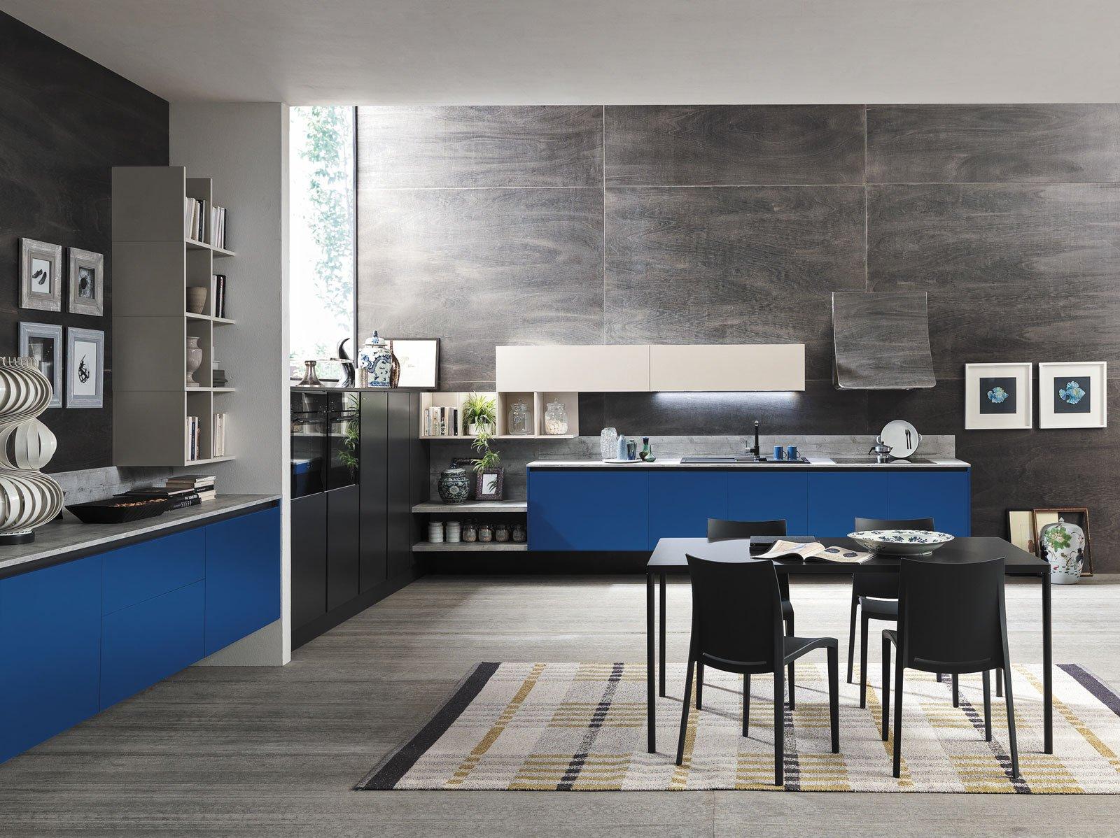 Cucine bicolore l 39 alternanza cromatica fa tendenza cose - Cucine con soggiorno ...