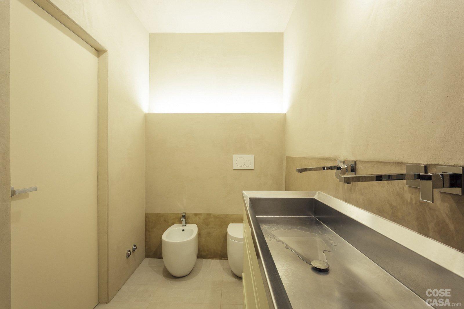 Una casa ristrutturata per il risparmio energetico cose di casa - Illuminazione bagno con faretti ...