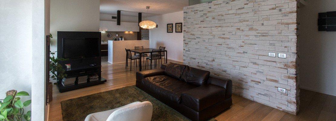 110 mq una casa con pareti d 39 effetto cose di casa for Pareti casa