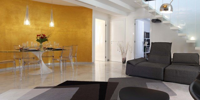 Open space su due livelli, sfruttando il sottotetto