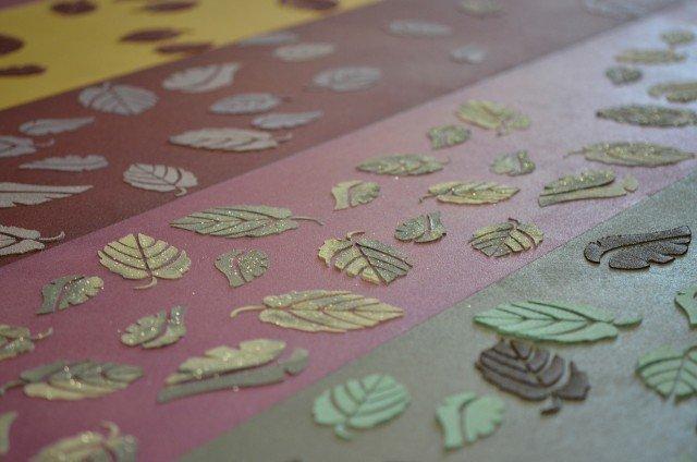 Le decorazioni a stencil Foglie StenDecor®di Litokol sono vendute in confezioni che contengono un bordo di formato 42 x 15 cme tre decori singoli,da 21 x 15 cm, spessi 0,20 mm.Una confezionecosta 62 euro.www.litokol.it