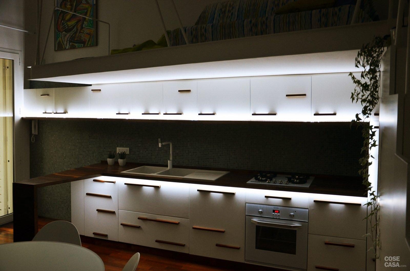 Cucina Soffitti Alti : Un mini appartamento di mq che sfrutta l altezza dei soffitti