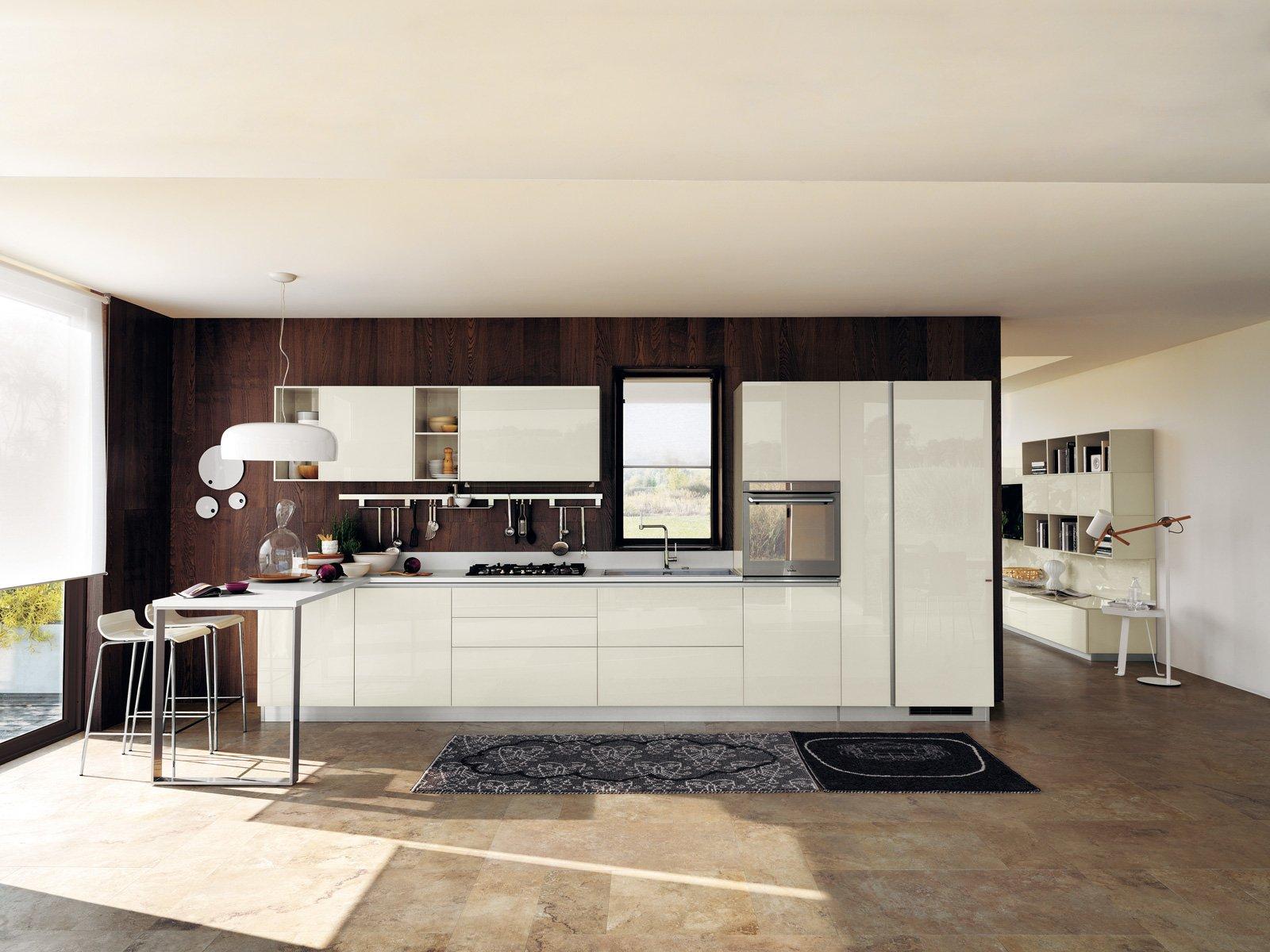 Tanto bianco e la cucina raddoppia visivamente - Cose di Casa