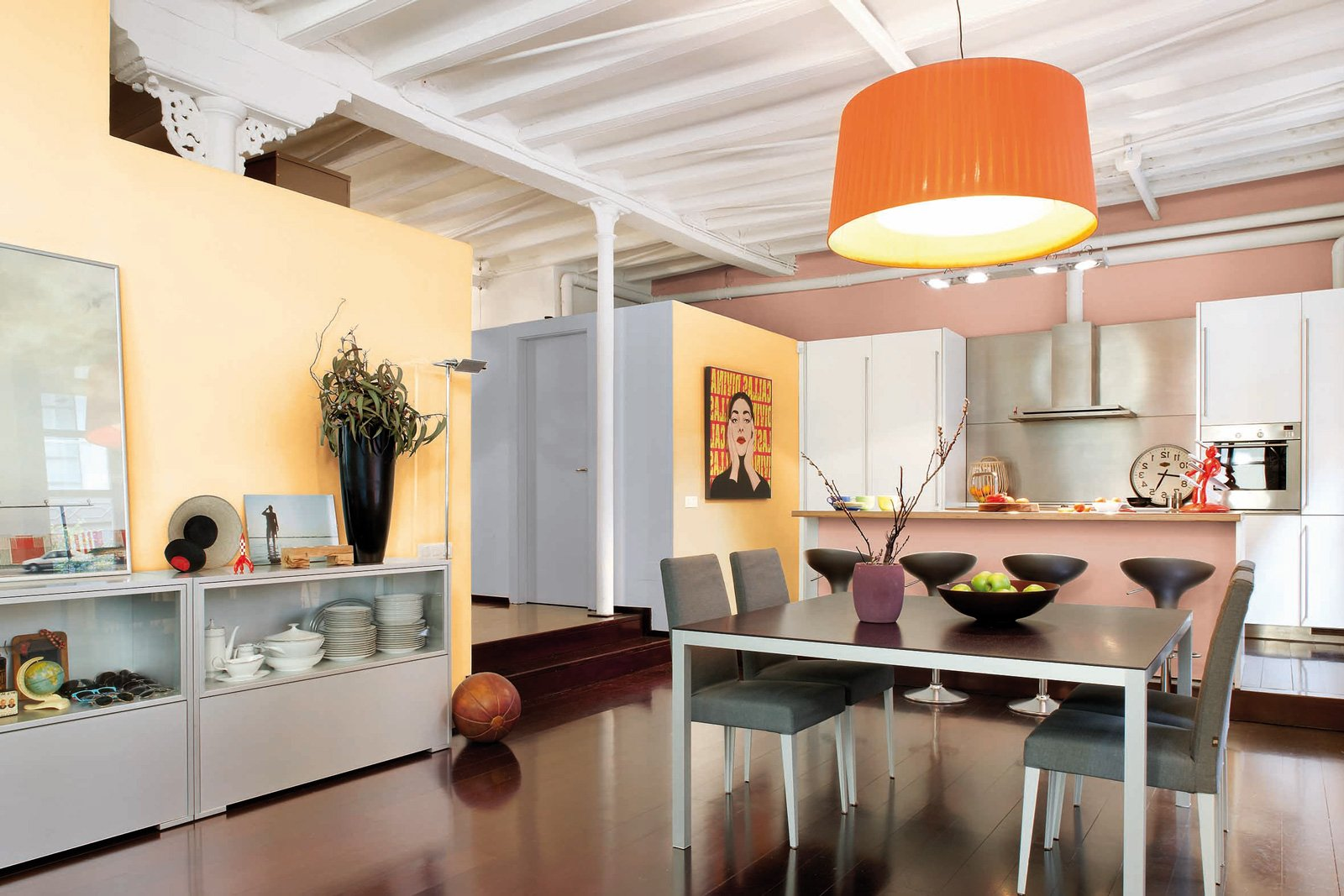 Dipingere le pareti con effetti decorativi un video ti - Pittura per interni moderne ...