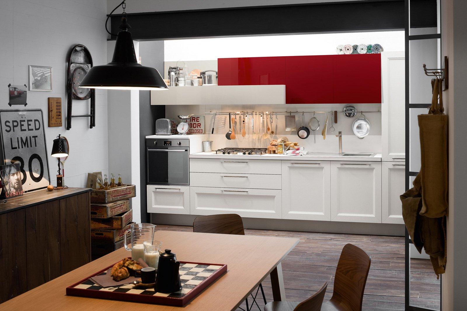 tablet di veneta cucine alterna le basi con una linea classica nella finitura link rovere bianco