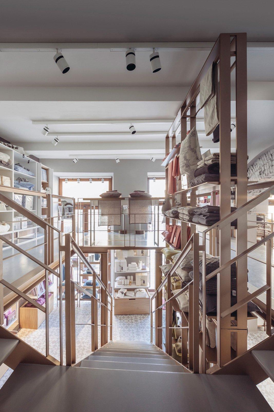 Fazzini primo flagship store a milano cose di casa - Rivenditori piastrelle milano ...