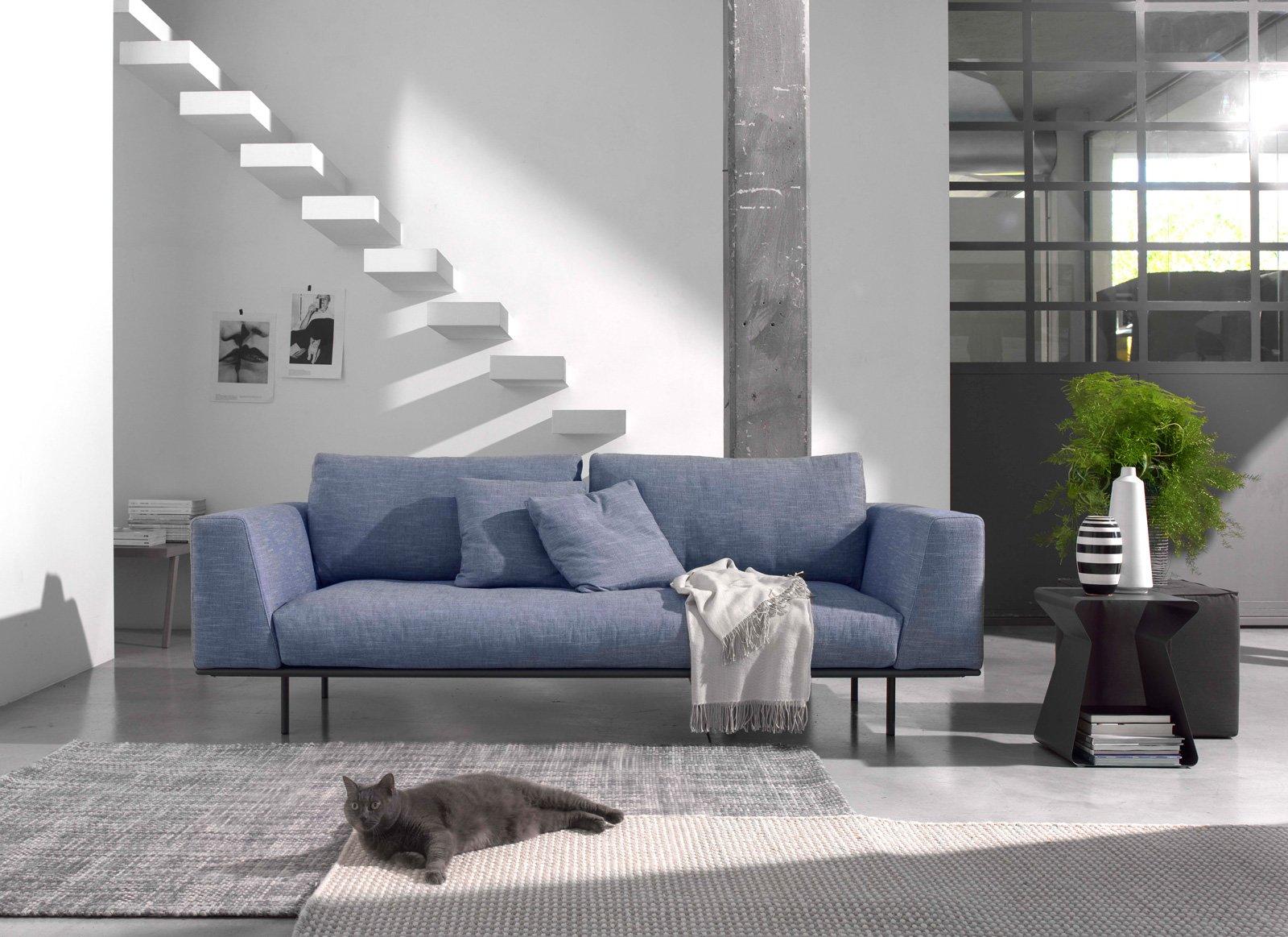 Divani piccoli a due o tre posti design per il relax cose di casa - Divano al dimensioni ...