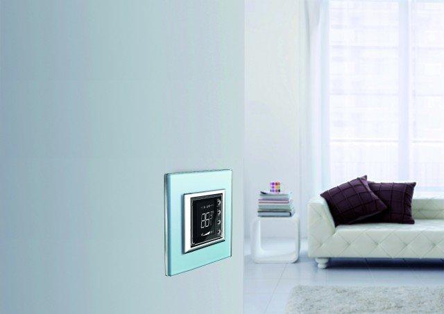 Cronotermostato Connesso BTicino che consente la gestione dell'impianto termico tramite app, semplificando la programmazione delle accensioni e degli spegnimenti.