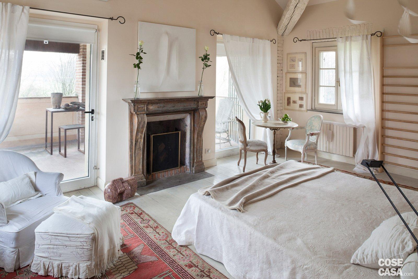 Da cascina a casa chic con travi a vista e soffitti for Disegni di casa piano aperto