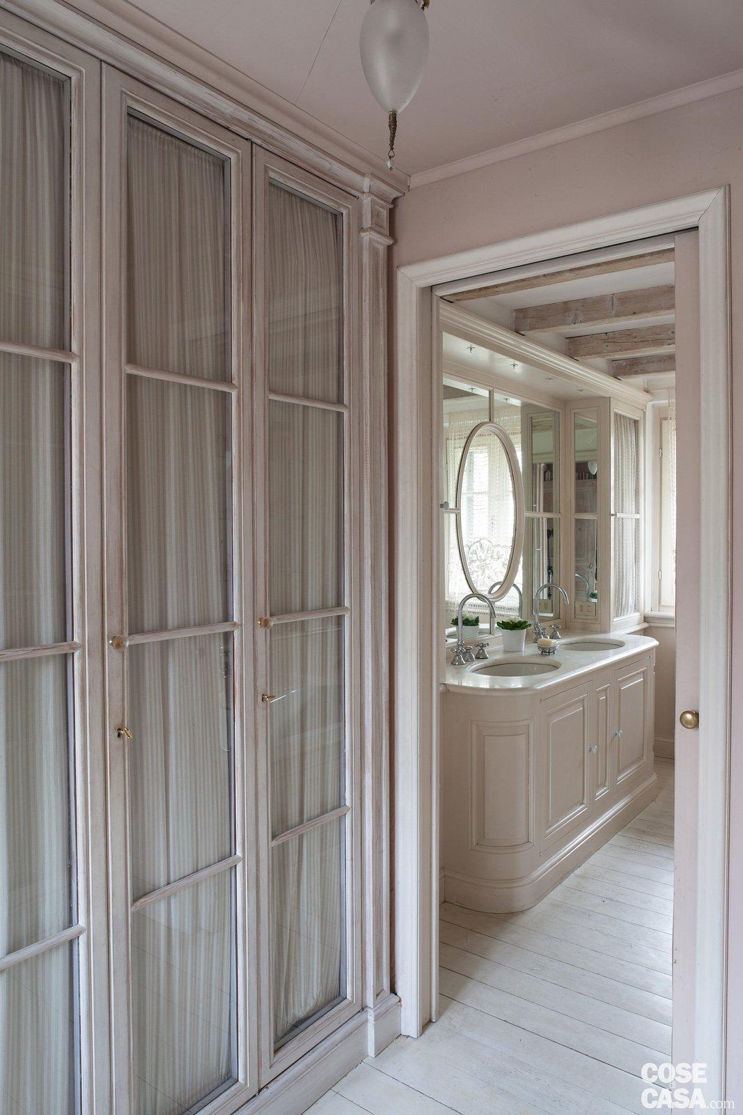 Da cascina a casa chic con travi a vista e soffitti for Disegni di casa chateau francese