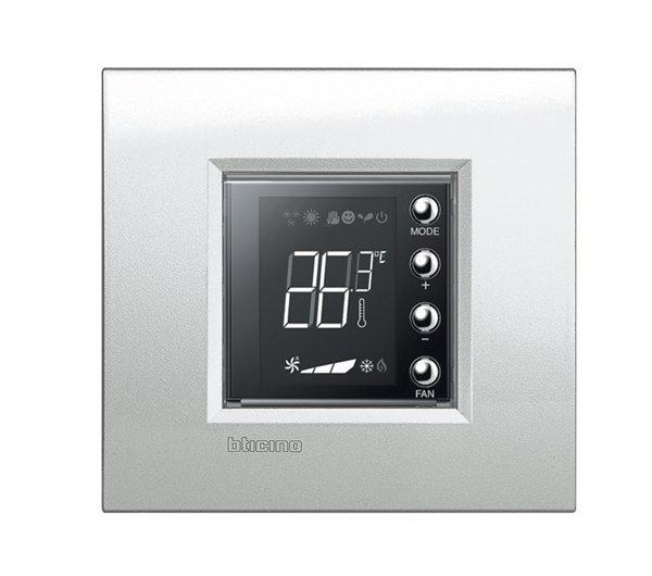 Il cronotermostato connesso da incasso per riscaldamento e condizionamento di BTicino. Display retroilluminato. Teleattivabile attraverso controllo remoto. Permette di gestire 4 zone in modo differenziato, grazie a sonde locali presenti in ogni stanza. Le sonde di BTicino sono dotate di manopola che permetta la modifica di + o – 3 gradi rispetto alla temperatura generale scelta. L'impianto termico può essere gestito tramite app, semplificando la programmazione delle accensioni e degli spegnimenti. www.bticino.it