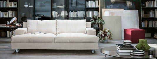 Soggiorno consigli e idee sull 39 arredamento cose di casa for Divani due posti piccoli