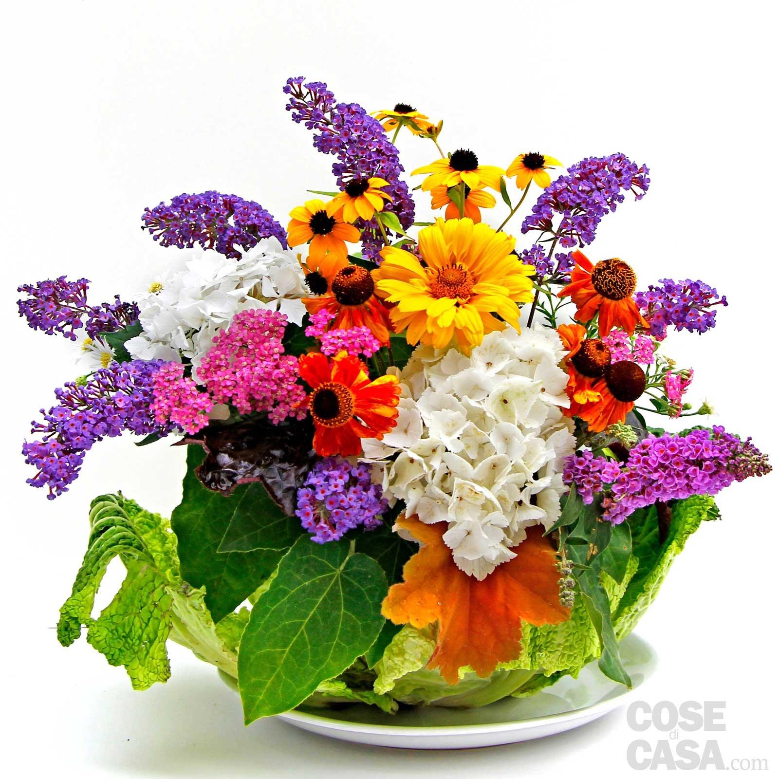 Il centrotavola con verza e fiori cose di casa - Centrotavola natalizi con fiori finti ...