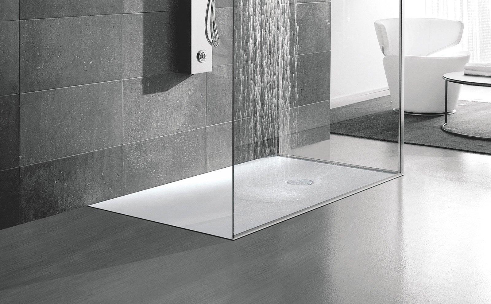 Piatti doccia a filo per un bagno trendy cose di casa - Piatto doccia incassato nel pavimento ...