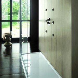 Piatti doccia a filo per un bagno trendy cose di casa - Cambiare piatto doccia ...