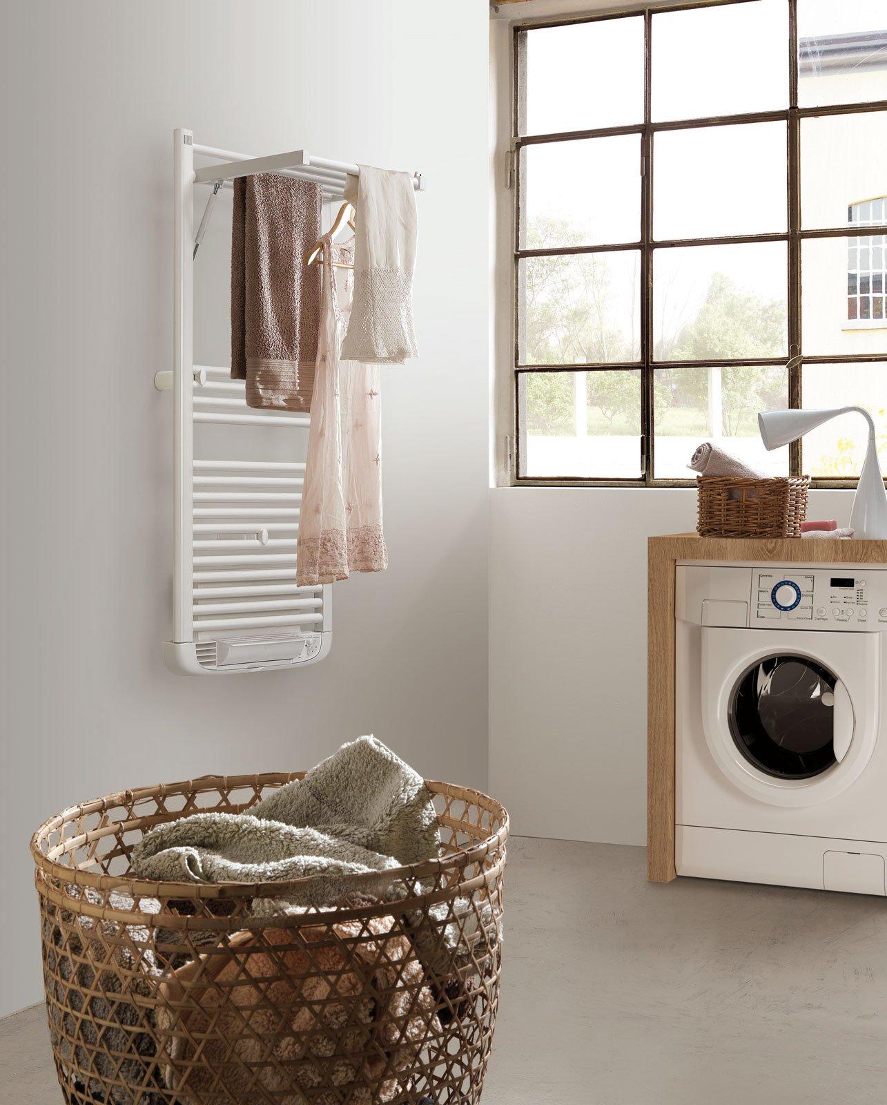 dryer plus di deltacalor nasce come scaldasalviette ma diventa un ampio stendi e asciugabiancheria grazie