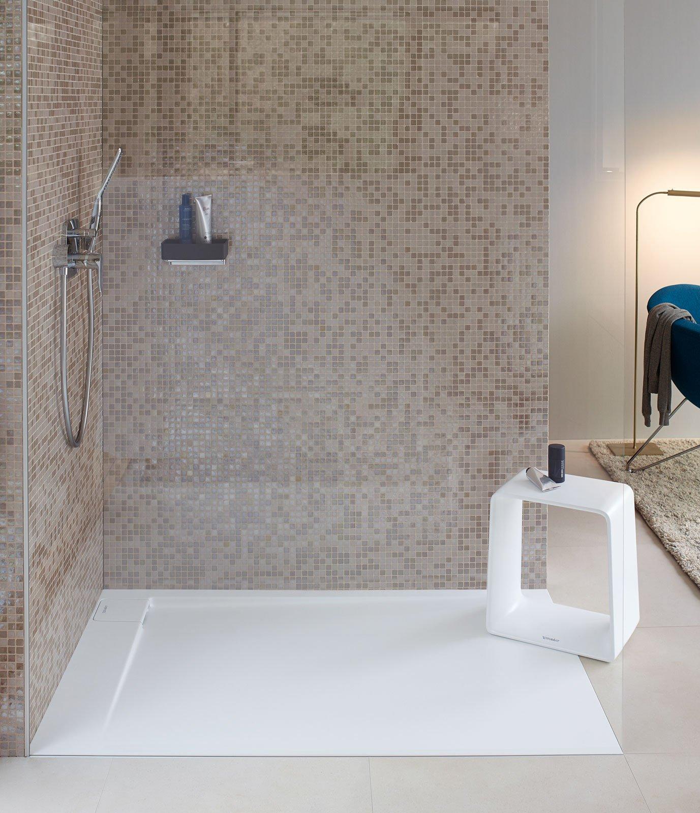Piatti doccia a filo per un bagno trendy cose di casa - Impermeabilizzare fughe piastrelle doccia ...