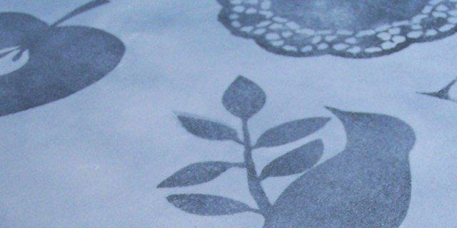 Cassettiera decor con lo stencil a tampone