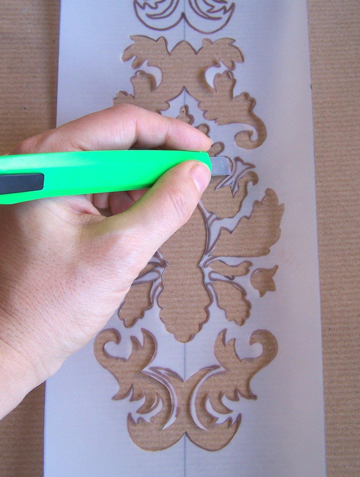 Cassettiera decor con lo stencil a tampone cose di casa for Stencil per mobili cucina