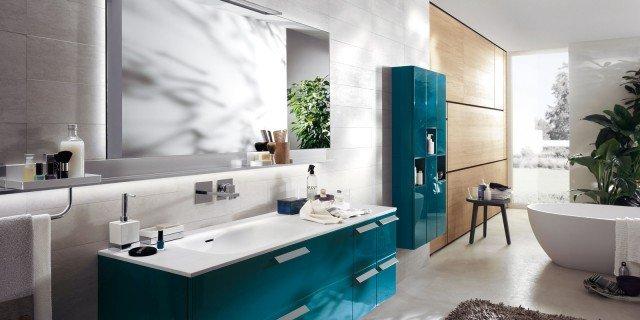 In bagno, superfici in Solid Surface per piani, lavabi, docce