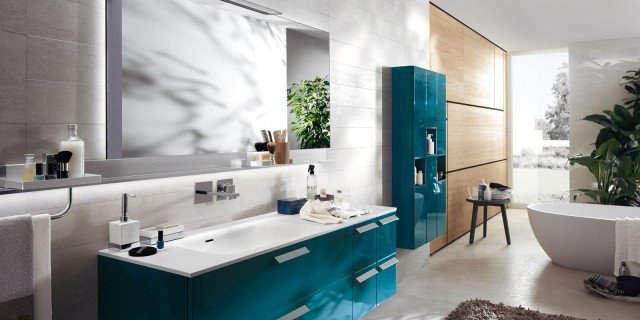 In bagno, superfici in Solid Surface per piani, lavabi, docce