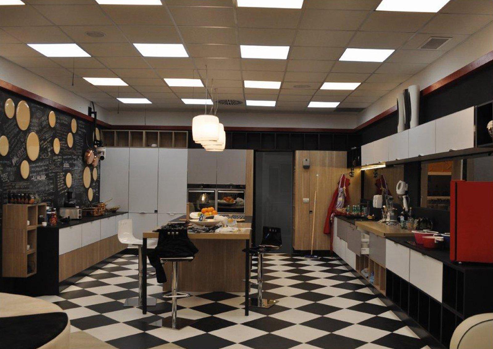 Al grande fratello la cucina di aran cucine cose di casa - Tavolo da pranzo grande fratello ...