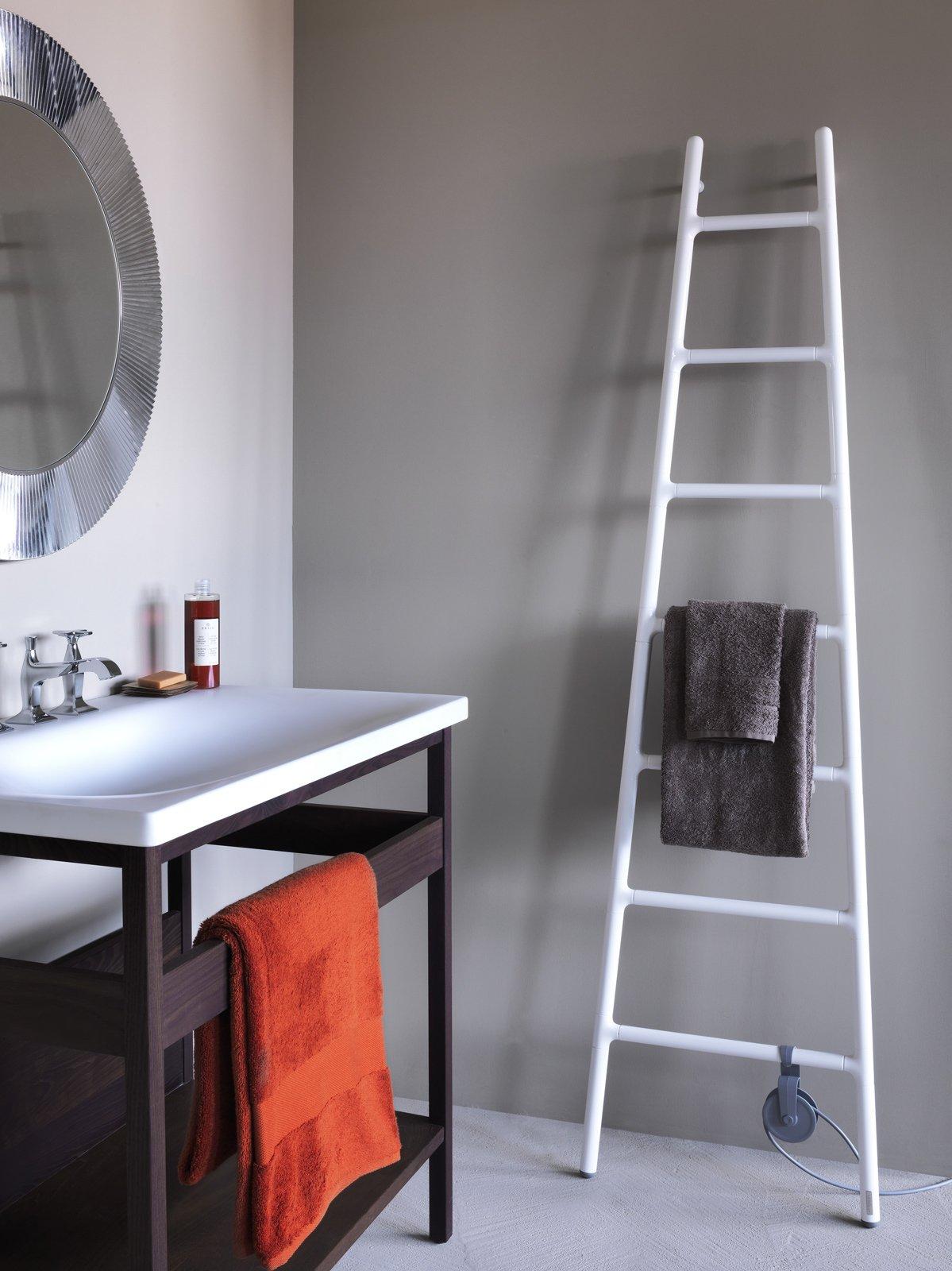 Il radiatore d 39 arredo a forma di scaletta cose di casa - Scaldasalviette per cucina ...