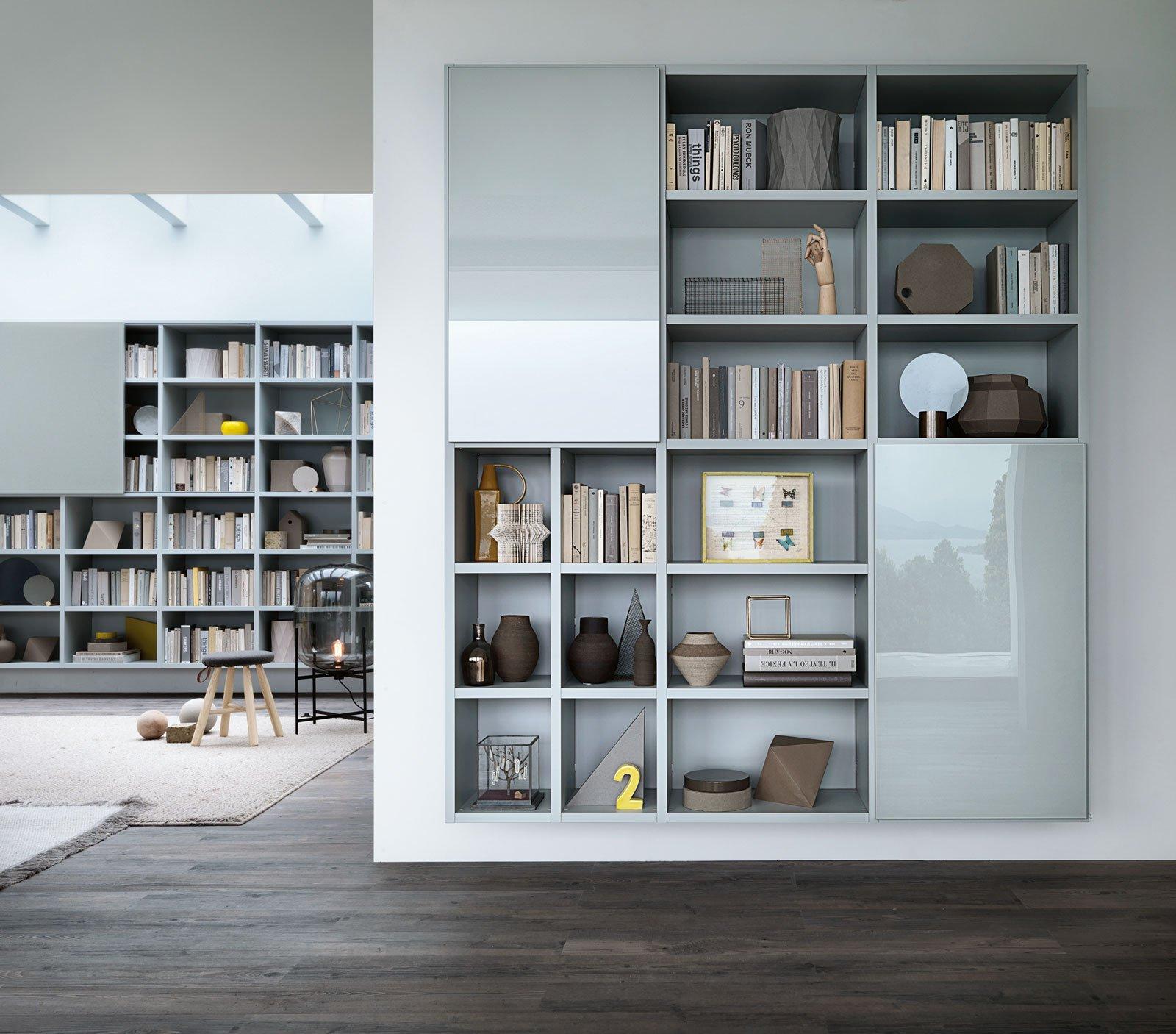 Libreria Con Ante Di Vetro.Tendenze Metallo E Vetro Per Gli Armadi E Le Librerie Lema Cose
